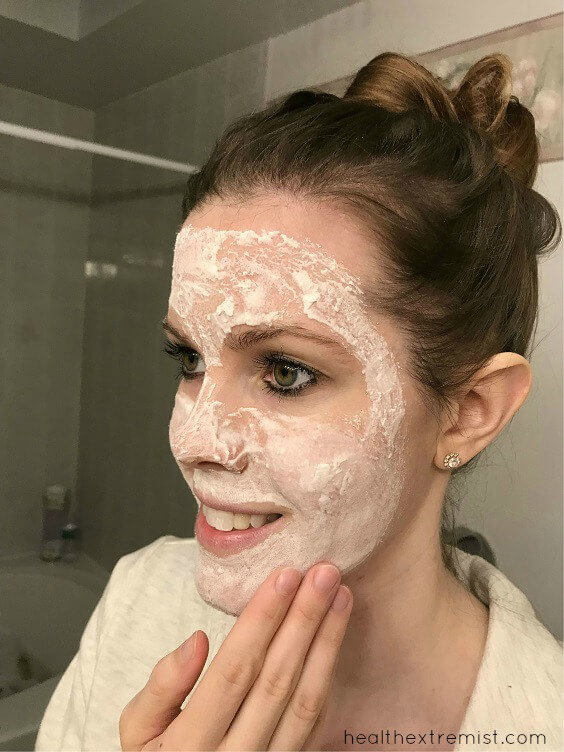 Baking Soda Mask for Acne - I apply this face mask once a week to prevent breakouts and treat any breakouts I have