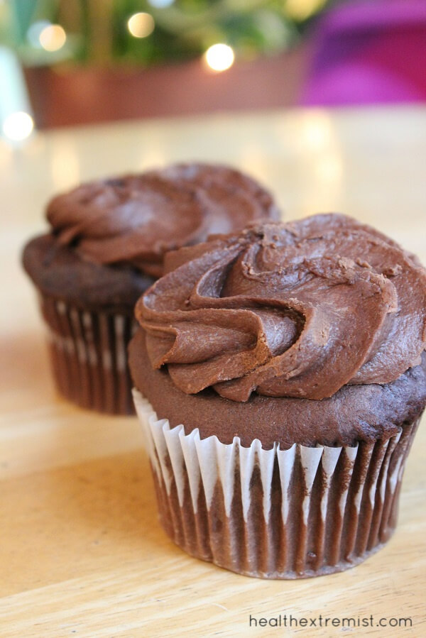 Paleo Chocolate Cupcakes made with Coconut Flour - These coconut flour cupcakes are pale, gluten free and dairy free.